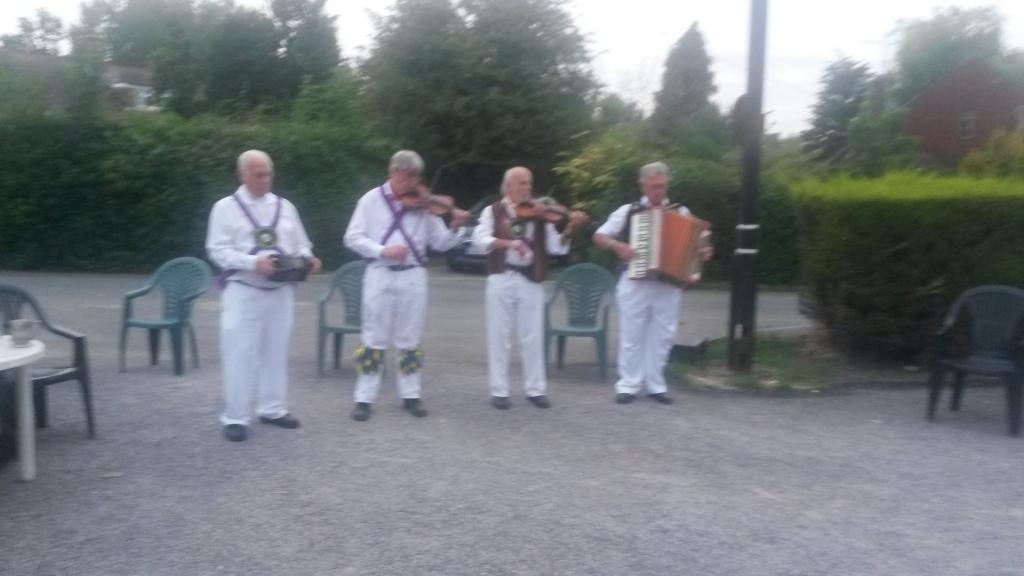ESMM musicians at White Horse, Maplehurst